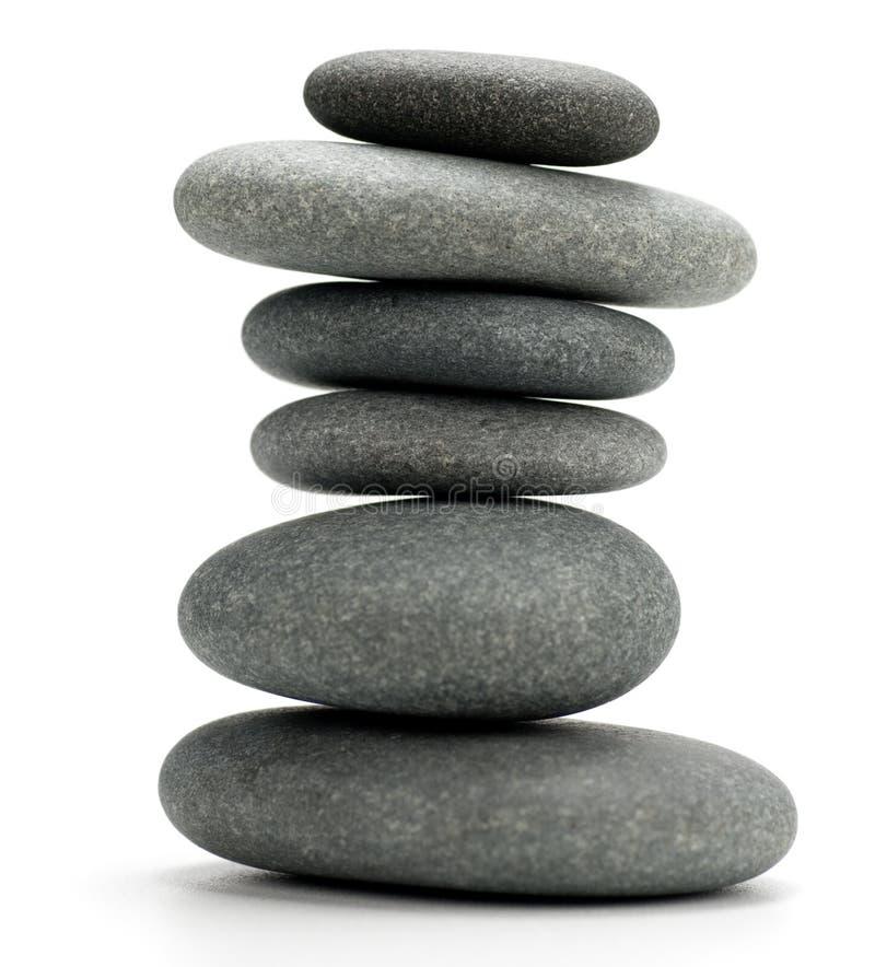 isolerade pebbles staplade white arkivfoto