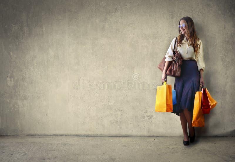 isolerar blonda blåa dagögon för påsar shopping som tar white fotografering för bildbyråer