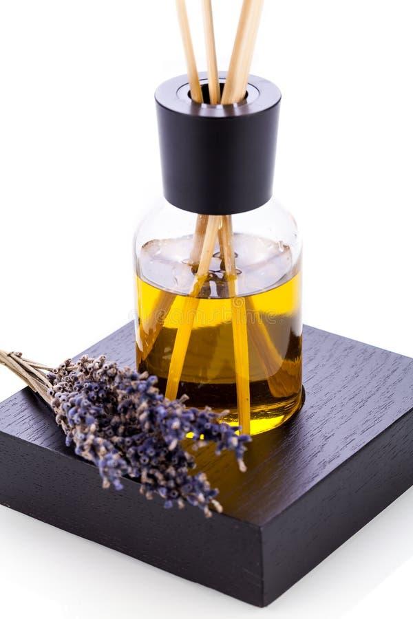 Isolerat aromatiskt doftande objekt för lavendelolja royaltyfri fotografi