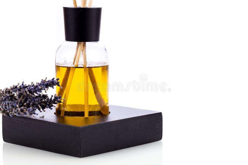 Isolerat aromatiskt doftande objekt för lavendelolja royaltyfria foton