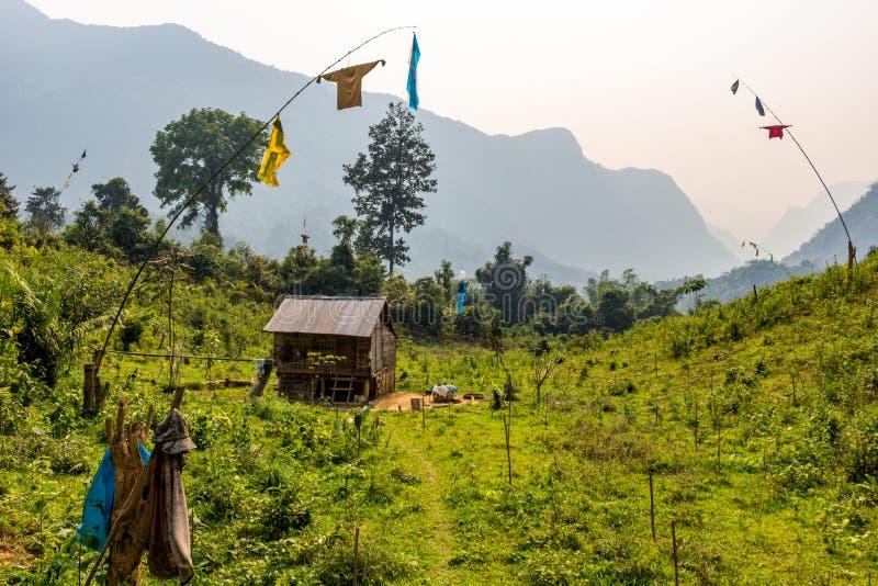 Isolerat lantligt hus Laos arkivfoto