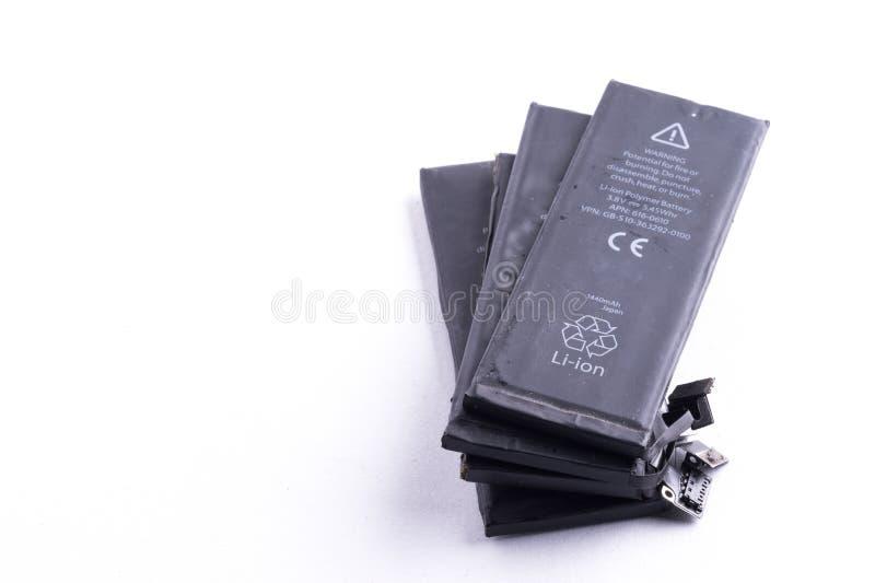 Isolerat mobiltelefonbatteri royaltyfri bild