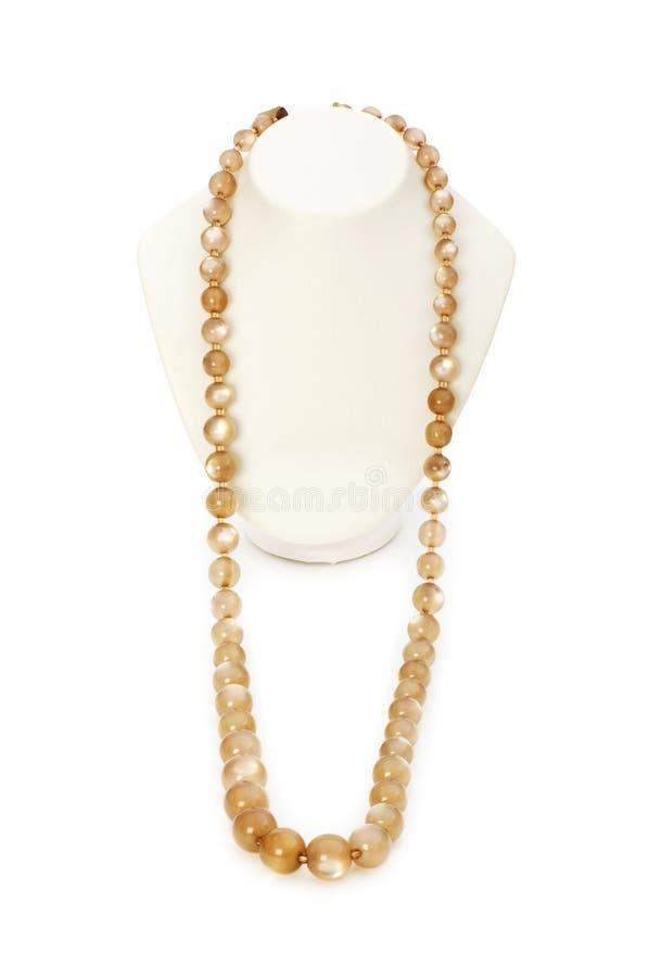 Isolerat pärlemorfärg halsband royaltyfria bilder