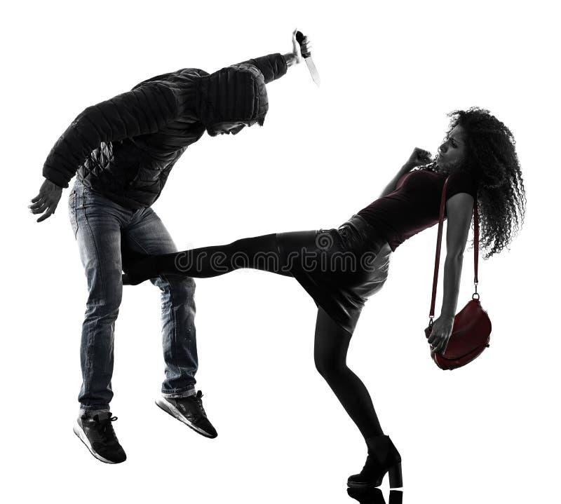 Isolerat självförsvar för kvinnatjuvagression fotografering för bildbyråer