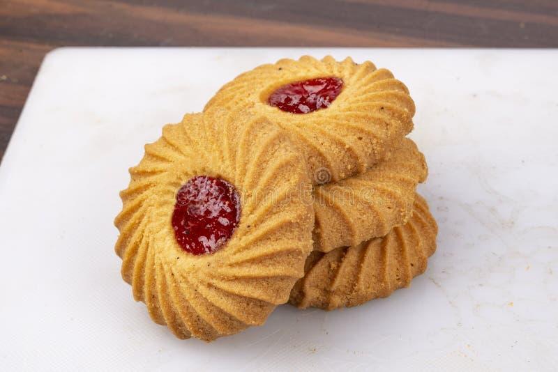 Isolez l'ensemble cuit au four de biscuits de confiture photographie stock libre de droits