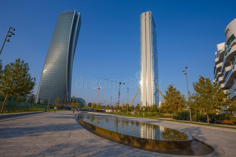 Isozaki塔和Hadid在`城市生活`复合体耸立在3 Torri米兰放、现代大厦和公寓房,意大利 免版税库存图片