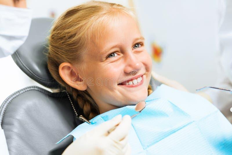 Ispezione della cavità orale fotografie stock