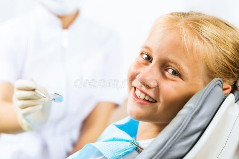 Ispezione della cavità orale immagini stock libere da diritti