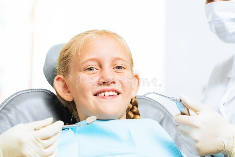 Ispezione della cavità orale immagine stock