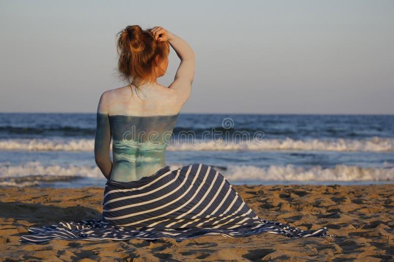 Ispirazione del bodyart della spiaggia fotografia stock libera da diritti