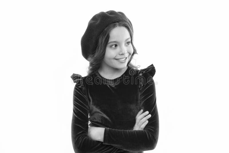Ispirazione di stile del berretto Come portare berretto come la ragazza di modo Fronte sorridente della piccola ragazza sveglia d fotografie stock