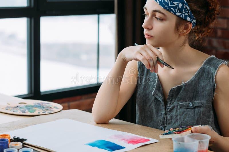 Ispirazione pensierosa del pittore di immaginazione di creatività immagini stock libere da diritti