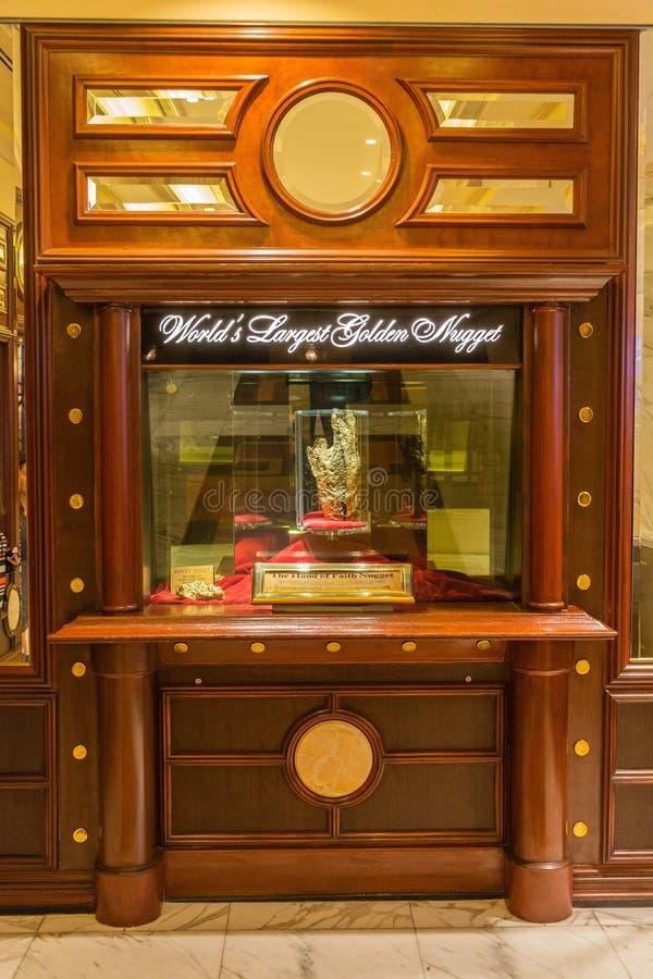 Isplay bij Gouden Goudklompjecasino die in Las Vegas Hand van Geloofs gouden goudklompje tonen royalty-vrije stock foto