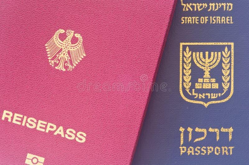 Israëlisch en Duits paspoort royalty-vrije stock foto