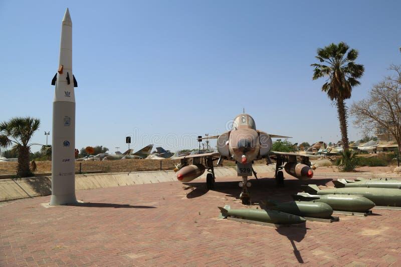 Israel Aircraft Industries Kfir met zijn typisch wapen loadout stock afbeelding