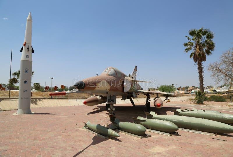 Israel Aircraft Industries Kfir met zijn typisch wapen loadout royalty-vrije stock foto