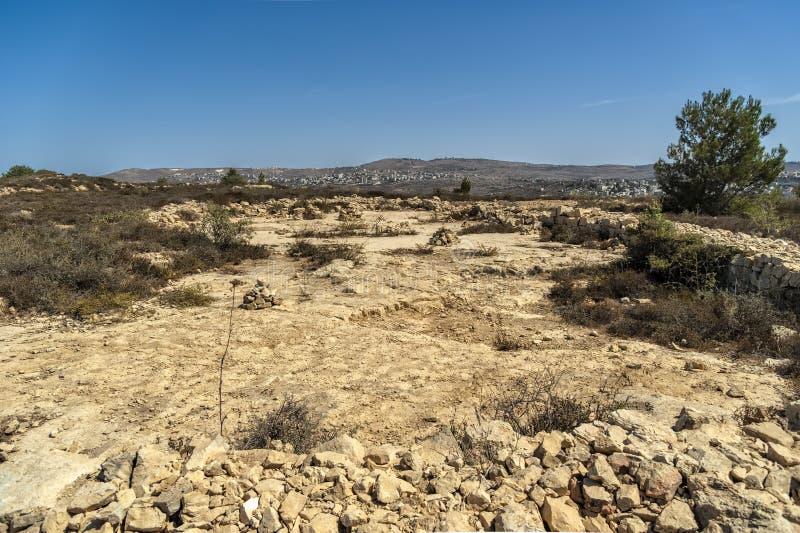 Israel Bethel Vista del punto oficialmente identificado la roca del sueño de Jacobs en Bethel según lo descrito en la génesis 28- foto de archivo