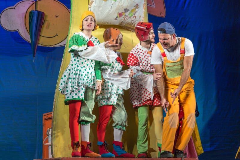 Israel, cerveza-Sheva, actor del teatro de 2015 - cuatro niños en el teatro imagen de archivo libre de regalías