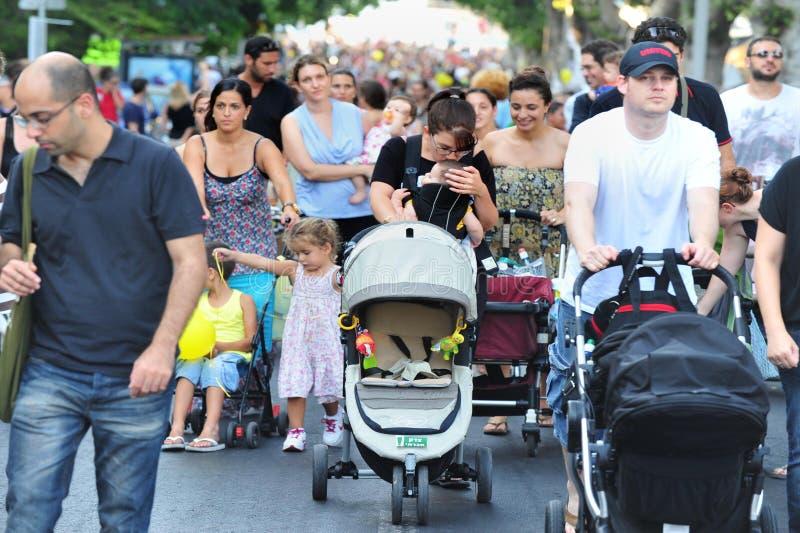 israel föräldrar protesterar etappstrollers royaltyfria bilder