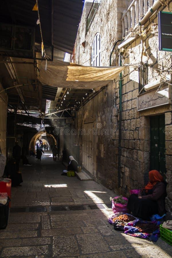 Israel, Jerusalém, a cidade velha Comerciante dos frutos secos Morni adiantado imagem de stock