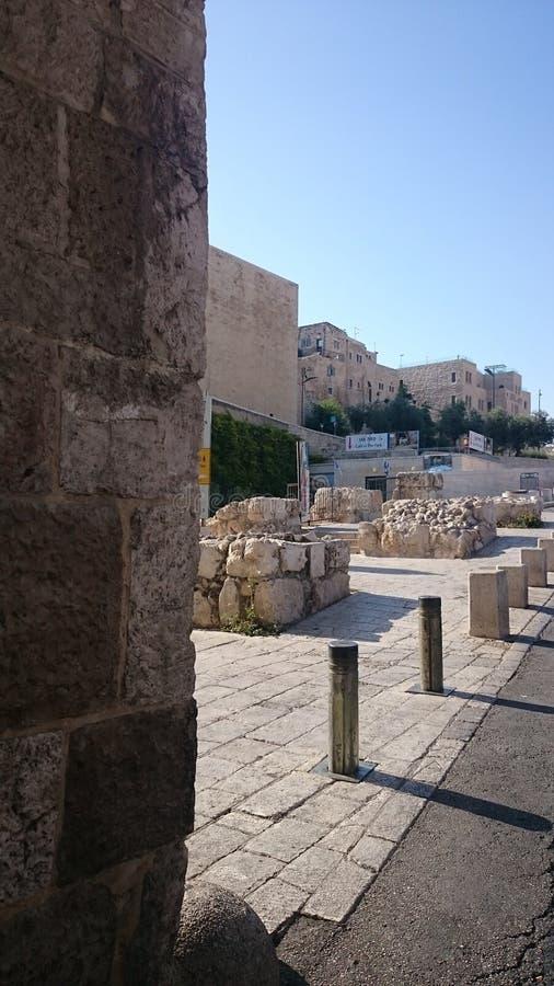 Israel, Jerusalén, calles de piedra en un día claro fotografía de archivo