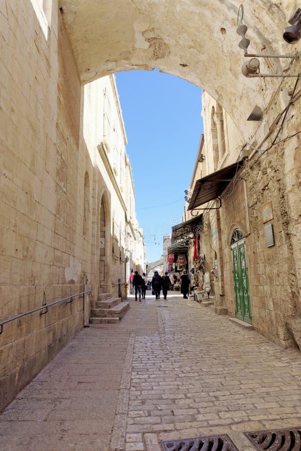 israel Jerusalem - Luty 19 2017 Wąska ulica w Starym mieście w Jerozolima obraz royalty free