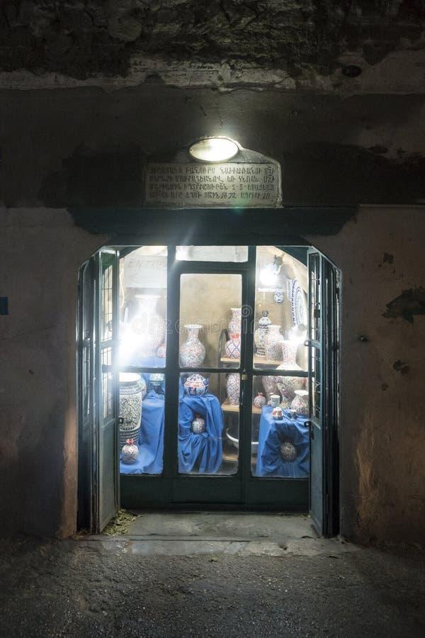 israel Jerusalem 24 2018 Październik: Prezenta sklepu okno, Armeński Ortodoksalny patriarchata st w ormianin ćwiartce, Stary mias fotografia stock
