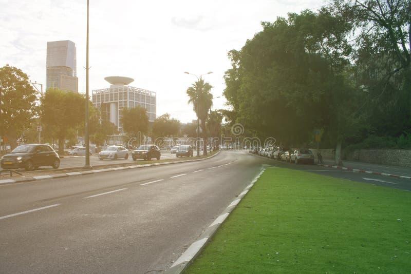 Israel Landscape Tel Aviv ny stadsgränsmärke solig afton Sce arkivbilder