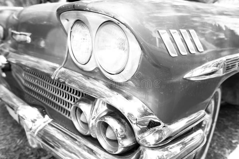 ISRAEL, PETAH TIQWA - 14 DE MAIO DE 2016: Exposição de antiguidades técnicas Faróis velhos do carro em Petah Tiqwa, Israel foto de stock