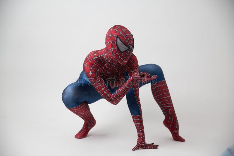 Israel telefon Aviv October 14, 2018: Mannen i en Spidermandräkt utanför Tampaen Convention Center under komiker lurar royaltyfri fotografi