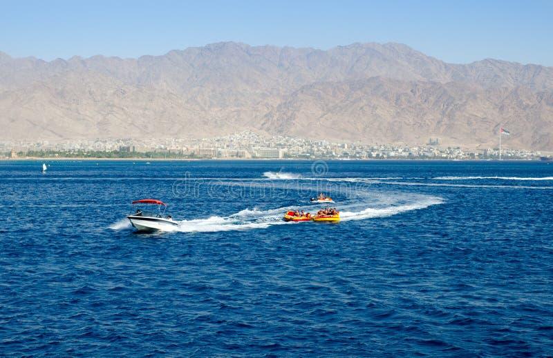 Israel vindsurfar konkurrens i fjärd av Eilat israel arkivfoto