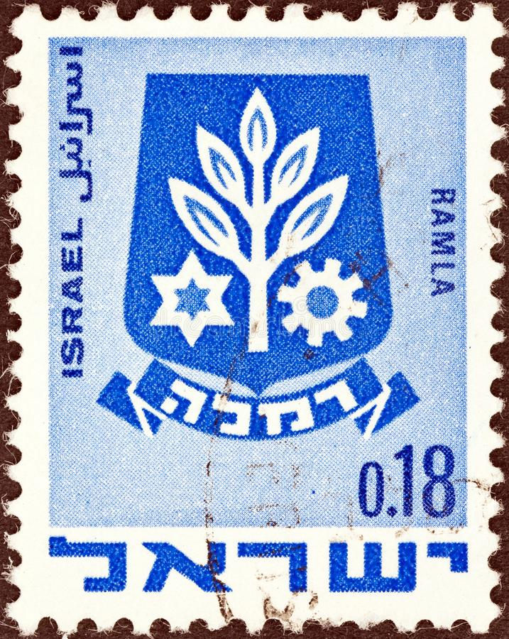 ISRAELE - CIRCA 1969: Un francobollo stampato in Israele mostra lo stemma di Ramla, intorno al 1969 fotografia stock