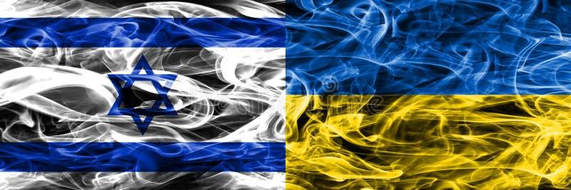 Israele contro le bandiere del fumo dell'Ucraina disposte parallelamente Israeliano ed U illustrazione vettoriale