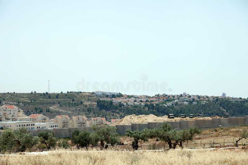 Download Israeli Army By The Wall Of Separation Editorial Stock Image - Image: 31087954