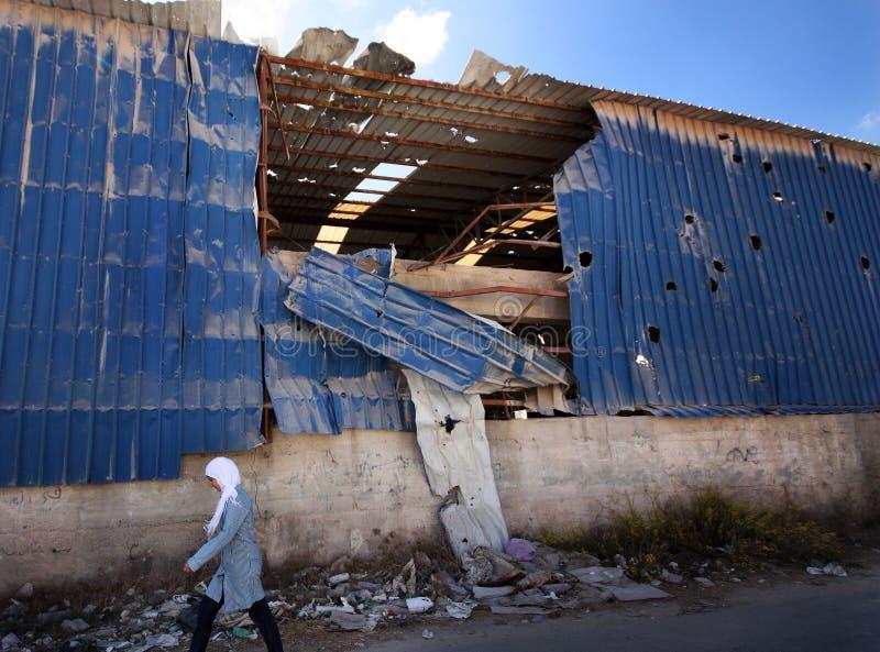 Israelische Artillerieschüsse in Palästina stockbilder