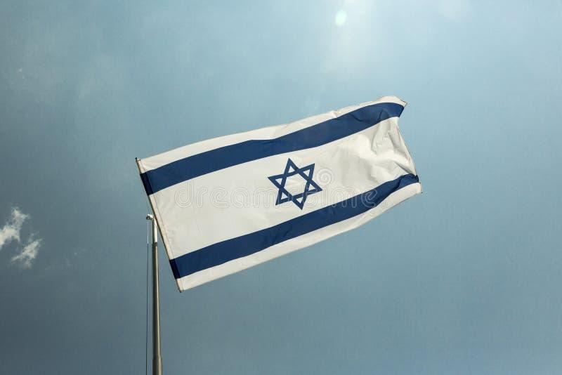 Israelische Flagge auf dem Pfosten stockfotografie