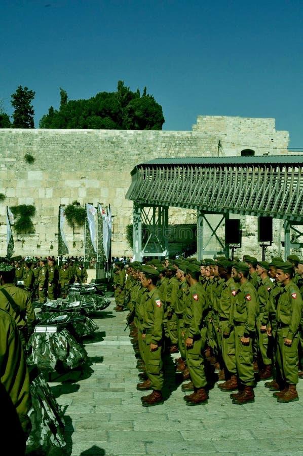 Israelische Soldaten am kotel lizenzfreies stockfoto