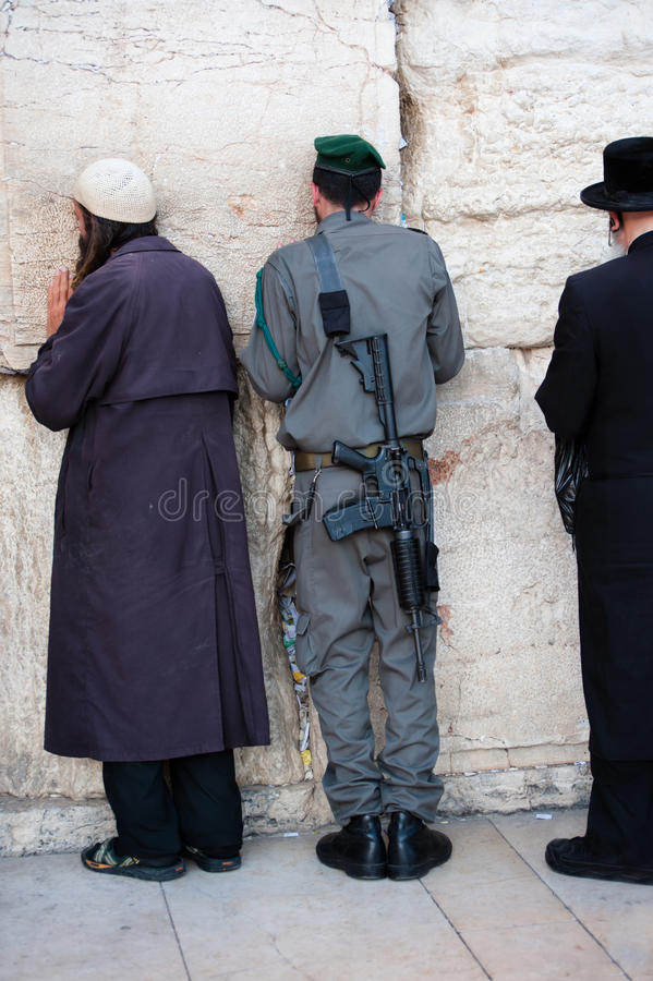 Israelischer Soldat an der westlichen Wand stockfotografie