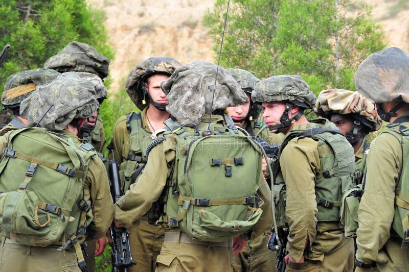 Israeliska soldater - IDF - israelisk militär armé fotografering för bildbyråer