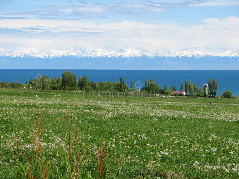 Issyk Kul湖在吉尔吉斯斯坦 免版税库存图片