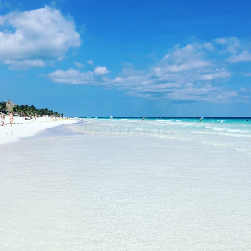 Ist das Meer oder das Himmelblauere? lizenzfreie stockfotografie
