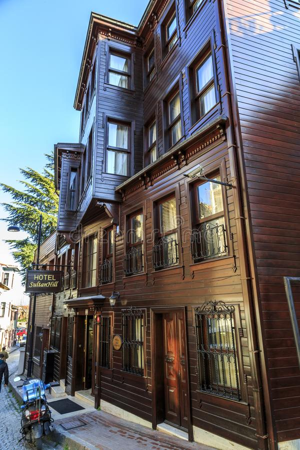 Istambul/Turkey-04 03 2019: casas velhas bonitas do vintage de Istambul imagem de stock