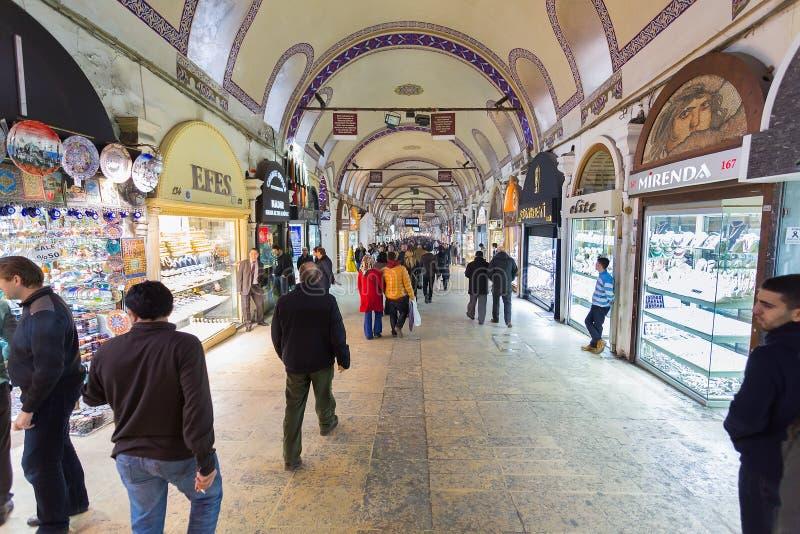 Istambul, Turquía: Bazar magnífico de la alameda (Kapalıcarsı) en Estambul, Turquía imagen de archivo