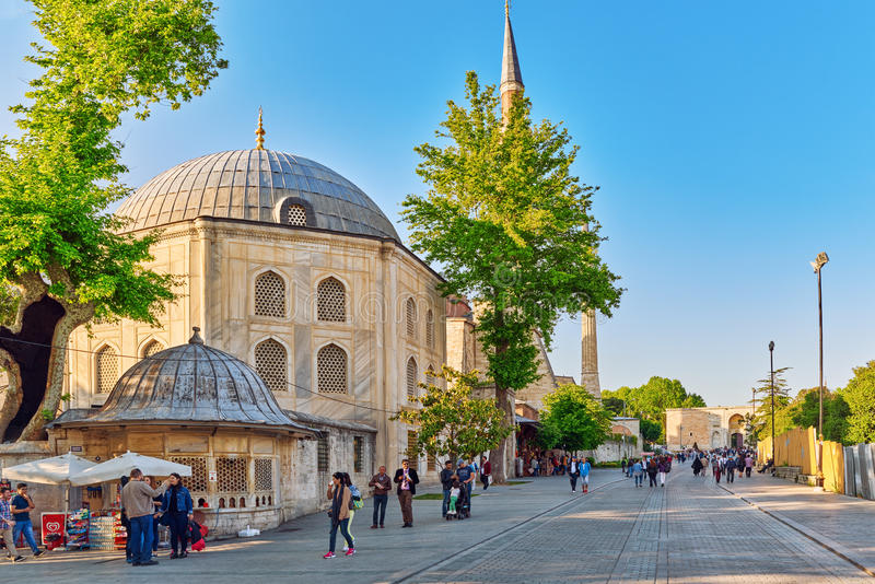 ISTAMBUL, TURQUÍA 7 DE MAYO DE 2016: Opinión urbana del paisaje hermoso, ci imagenes de archivo