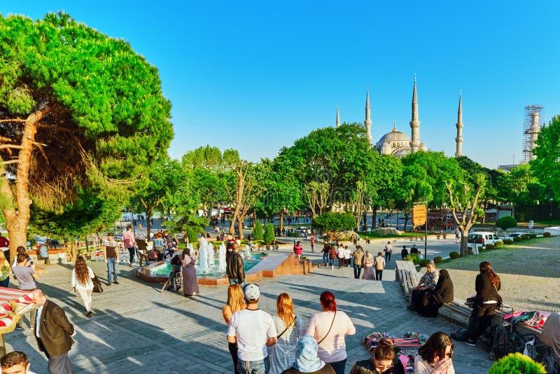 ISTAMBUL, TURQUÍA 7 DE MAYO DE 2016: Opinión urbana del paisaje hermoso, ci fotografía de archivo