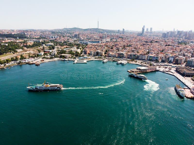 Istambul, Turquia - 23 de maio de 2018: Opinião aérea do zangão do beira-mar de Kadikoy em Istambul imagem de stock royalty free