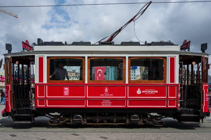 Istambul, Turquia - 20 de maio de 2018: Um trem do vintage na área de Istambul Taksim foto de stock royalty free
