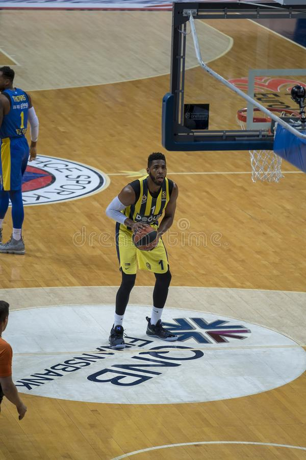 Istambul/Turquia - 20 de março de 2018: Jogador de basquetebol profissional de Jason Carlton Thompson American para Fenerbahce fotos de stock royalty free
