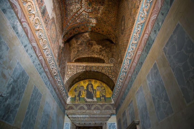 ISTAMBUL, TURQUIA: Interior de Hagia Sophia Ícone do mosaico em Hagia Sophia Virgem Maria e Saint Cultura bizantina imagens de stock