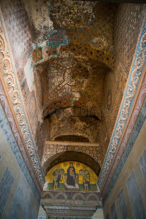 ISTAMBUL, TURQUIA: Interior de Hagia Sophia Ícone do mosaico em Hagia Sophia Virgem Maria e Saint Cultura bizantina imagens de stock royalty free
